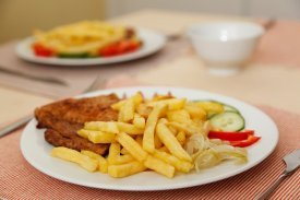 Un filete con patatas fritas