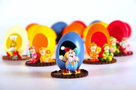 Huevos con muñeco de regalo