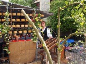 Exposición de quesos en Idiazabal