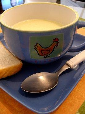 Una taza con sopa
