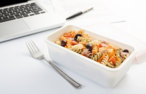 Comer en el trabajo de forma segura