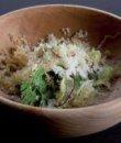 Ensalada de hierbas y parmesano